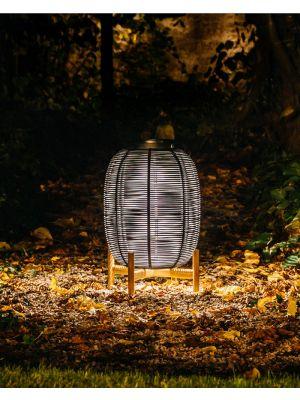 Vincent Sheppard Tika Wicker - Solar LED Lantaarn - Teak Onderstel H69 cm - Zwart