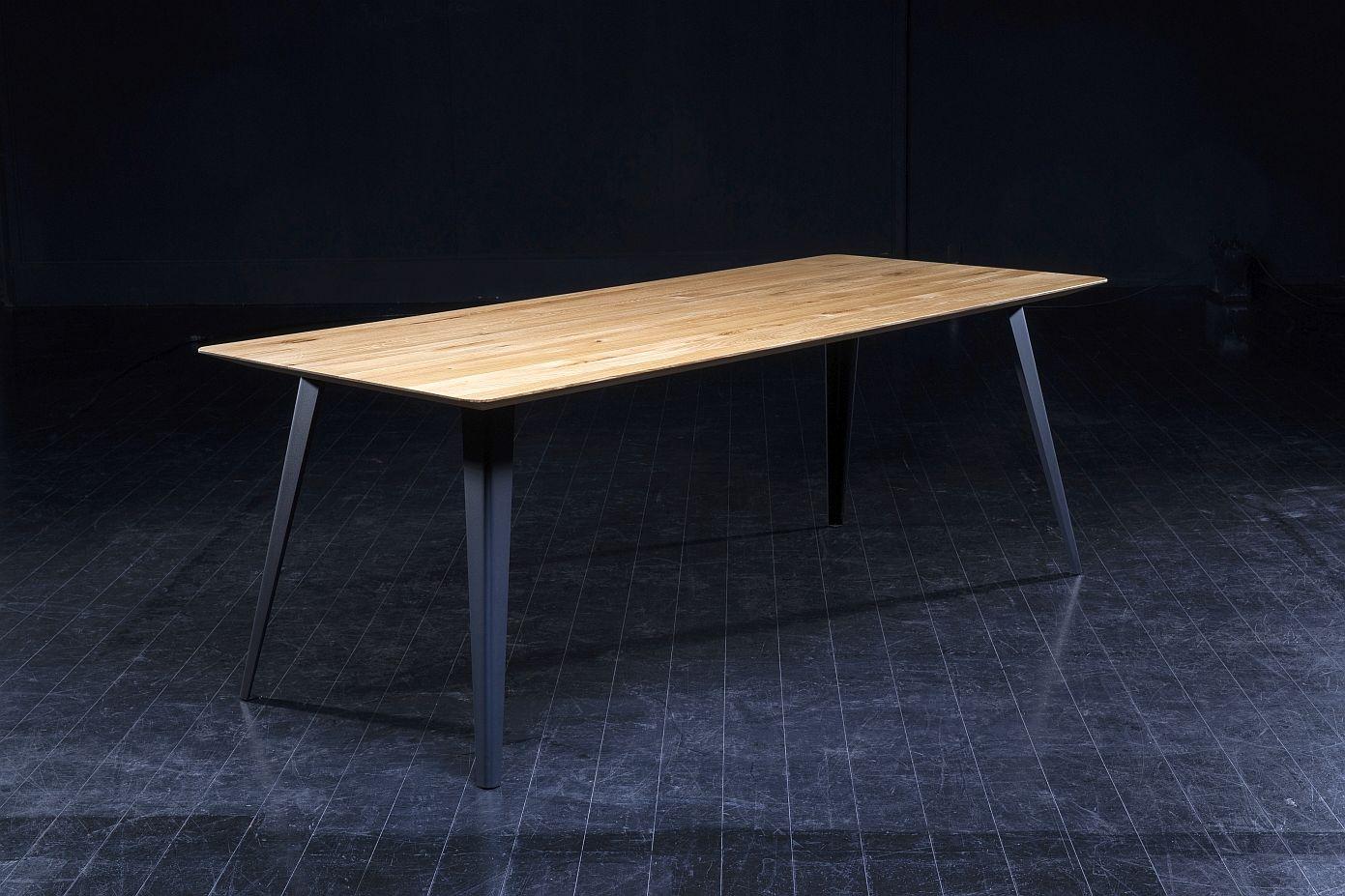 Seuren - Folded Tafel 240x90x76 - Genoest Eiken Honing - Zwarte Metalen Poten